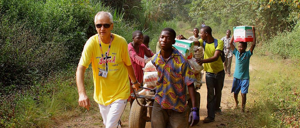 Декабрь 2011 год Африка страна Гана. Везем рис и масло в джунгли.