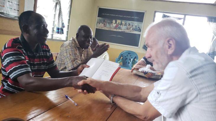 Утро начали со встречи в филиале Ghana Institute of Linguistics